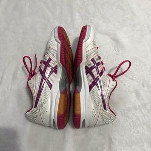 Women's Asics Shoes 10